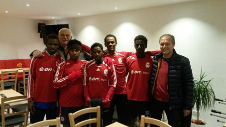 Fußballverband fördert Integrationsarbeit – Asylbewerber trainieren beim TSV 1860 Staffelstein